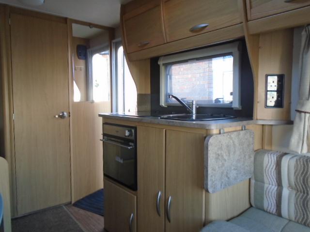 2011 Elddis Explore 304 Very Lightweight 4 Berth Caravan Awning